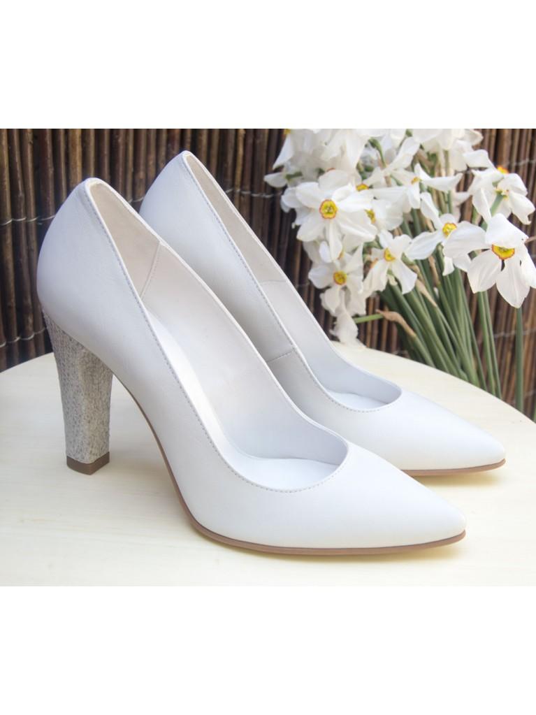 Pantofi stiletto albi cu toc gros