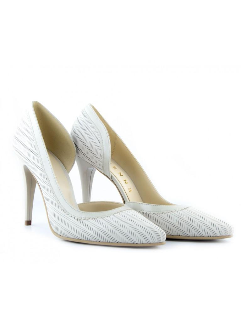 pantofi stiletto piele perforata crem