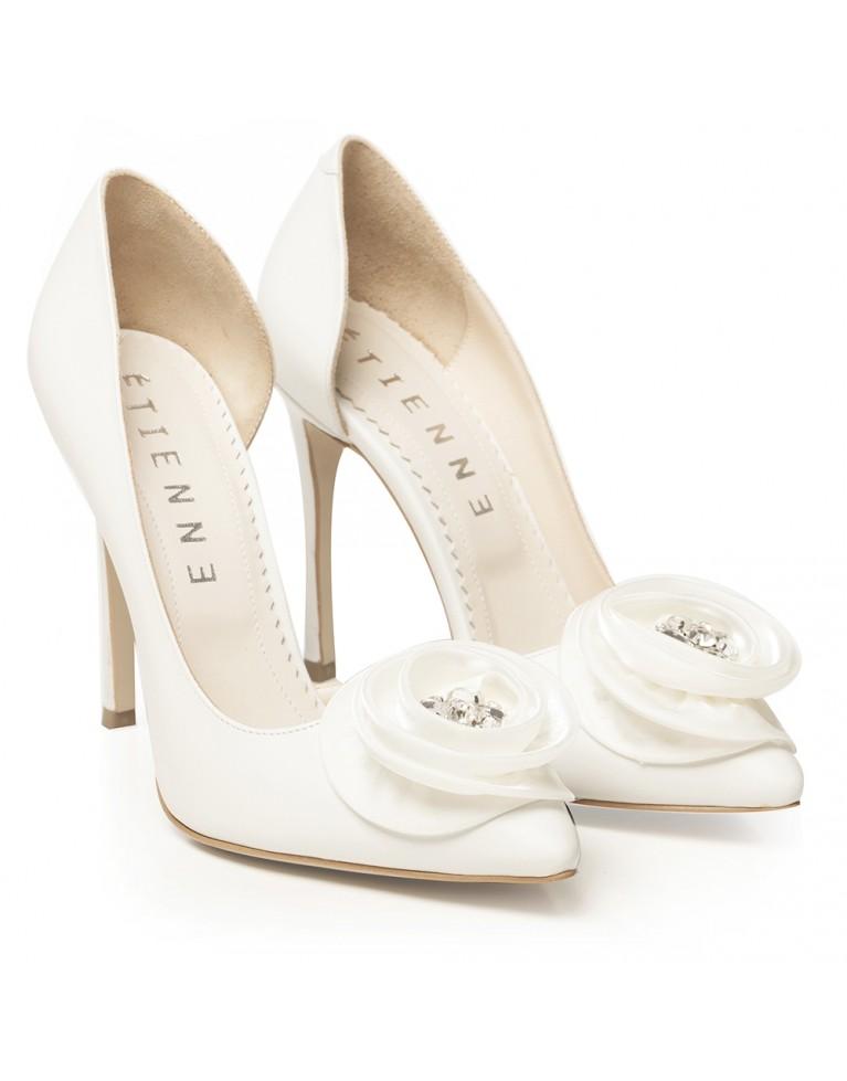 Pantofi de mireasa albi decupati cu accesoriu satin si pietre D'Orsay