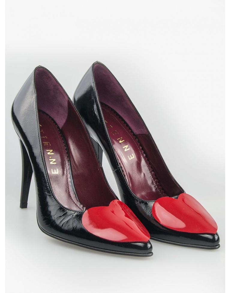 pantofi stiletto din lac negru cu inimioara rosie